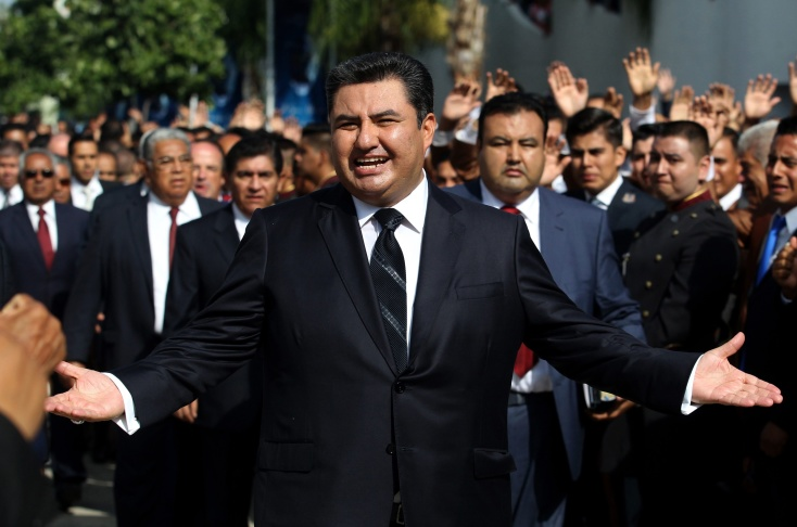 This picture taken on August 9, 2017 shows the leader of the Church of the Light of the World, Naason Joaquin Garcia, walking among his parishioners in Guadalajara, Mexico. - The leader of La Luz Del Mundo, an international religious organization based in Mexico, has been arrested in California on charges of human trafficking, child rape and other felonies, authorities said on June 4, 2019. Naason Joaquin Garcia, who heads the organization that claims one million followers worldwide, and three co-defendants allegedly committed 26 felonies in southern California between 2015 and 2018. (Photo by ULISES RUIZ / AFP)        (Photo credit should read ULISES RUIZ/AFP/Getty Images)